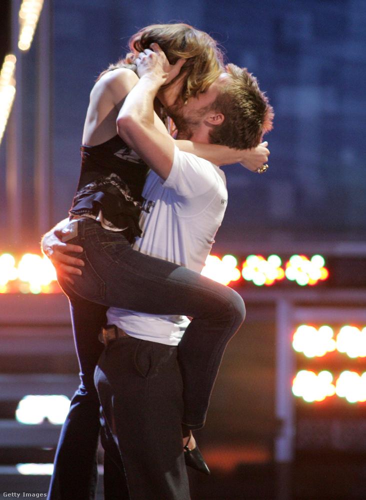 A 2004-es Szerelmünk lapjai forgatása alatt összejött a filmbeli partnerével, Rachel McAdamsszel, és egészen sokáig, három évig voltak együtt