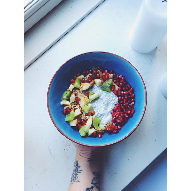 Manapság már leginkább csak zöldségeket, gyümölcsöket, salátákat, leveseket és proteinszeleteket eszik.