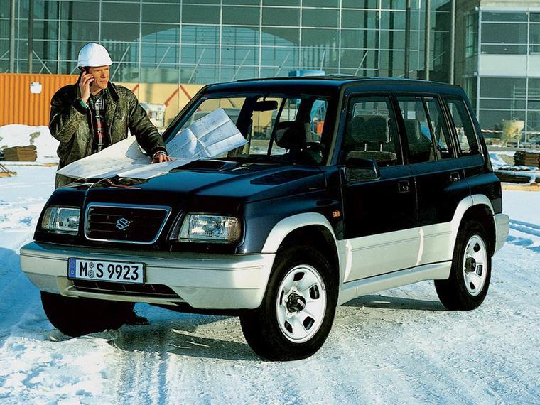 A Suzuki Vitara a kilencvenes években még ütőképes terepjárónak volt, amely négy rendes gumival nagyjából bármivel felvette a versenyt