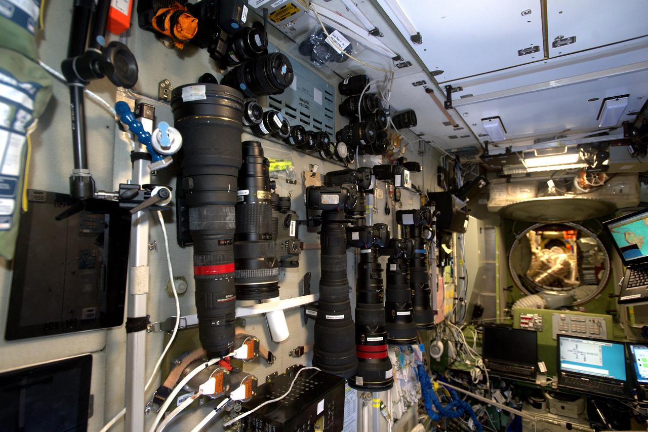 Az ISS-en felhalmozott szerény kameraállomány.