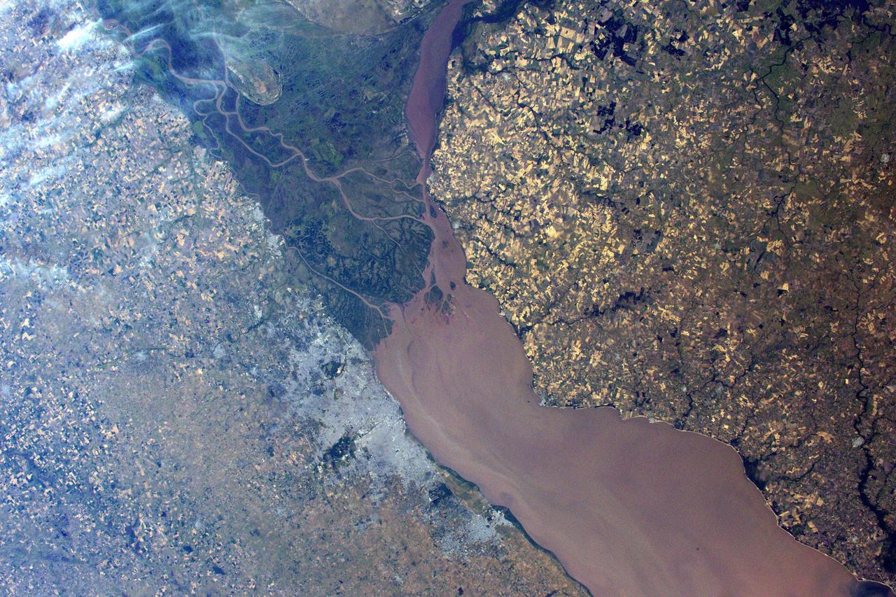 Egy újabb dél-amerikai fotó: Buenos Aires és a La Plata folyó: ahol Argentína és Uruguay találkozik.