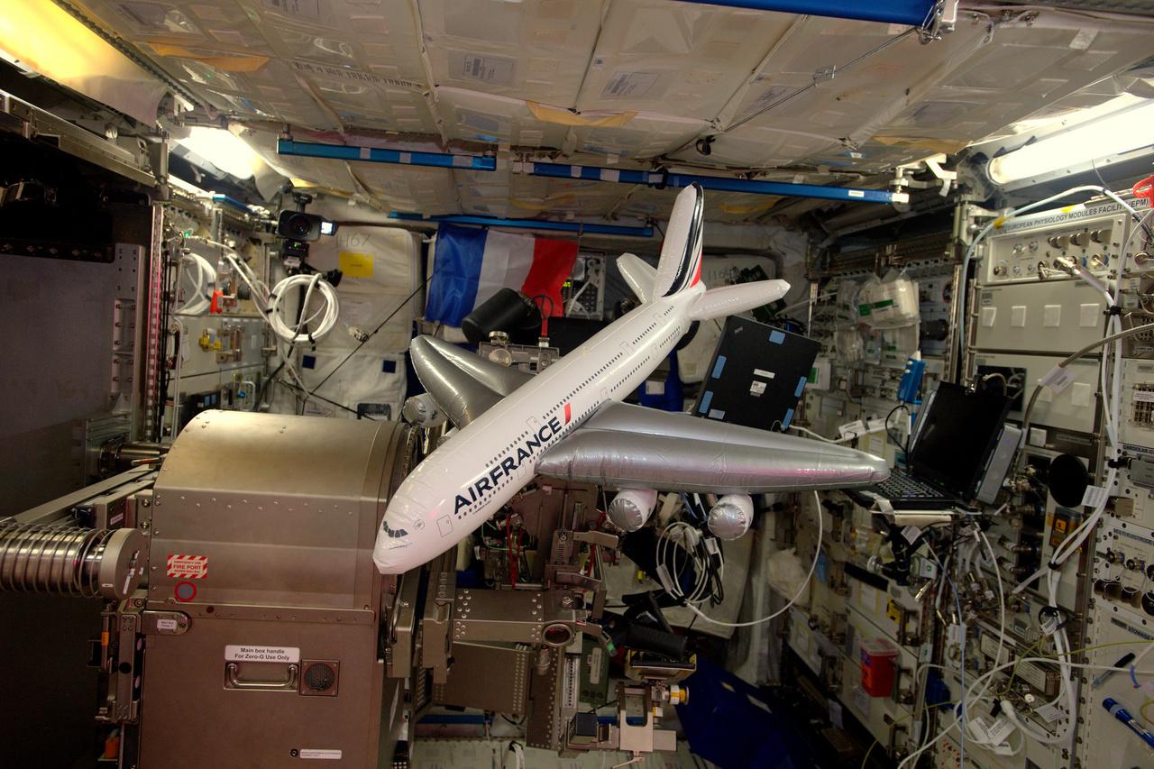 A japán teherűrhajó rakományában bújt meg ez a felfújható repülőgép, a francia légitársaság Airbus A380-asa.