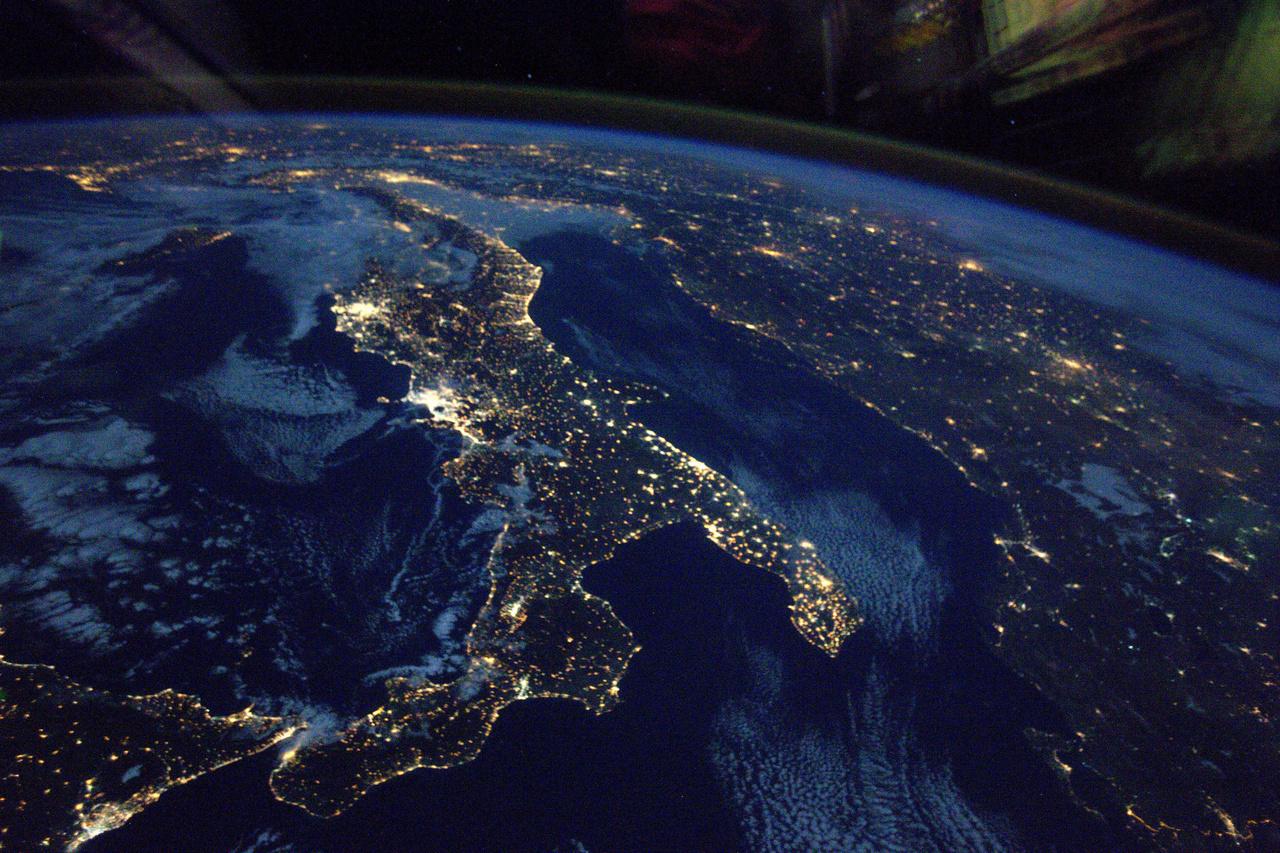Dél-Olaszország éjjel.