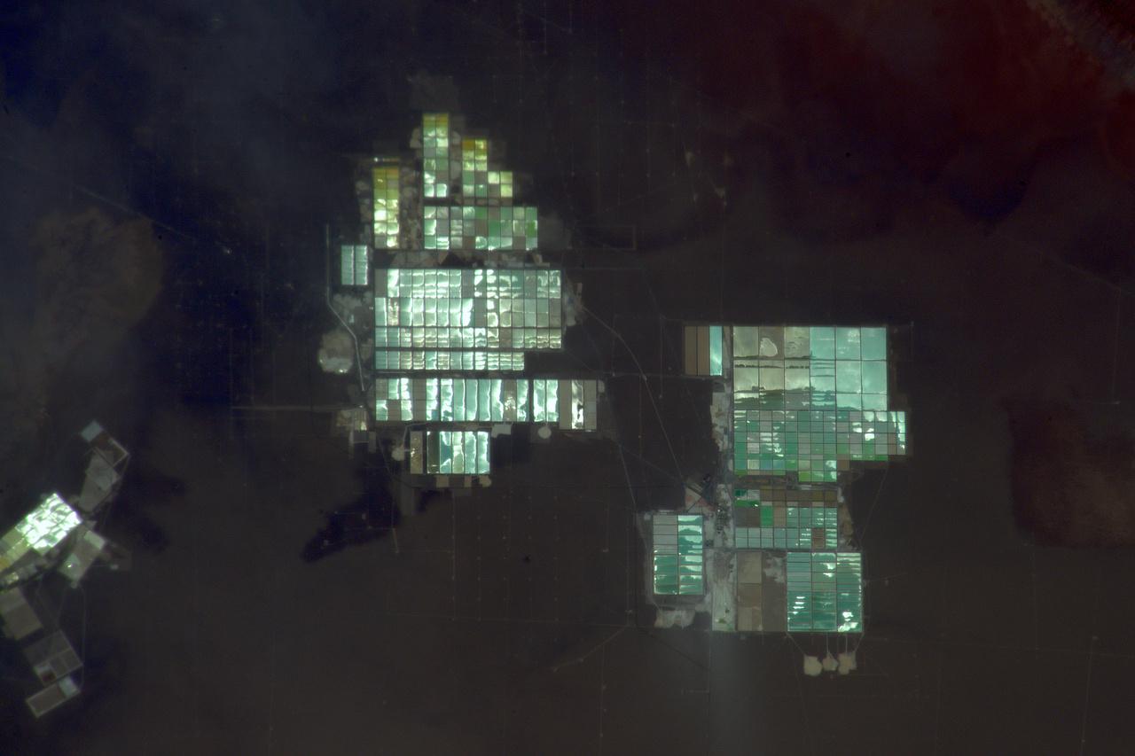 Dél-Amerika Thomas kedvenc földrésze, jó pár képet készített már az itt található látványoságokról. A december 3-i képen andoki sólepárló medencék láthatók.