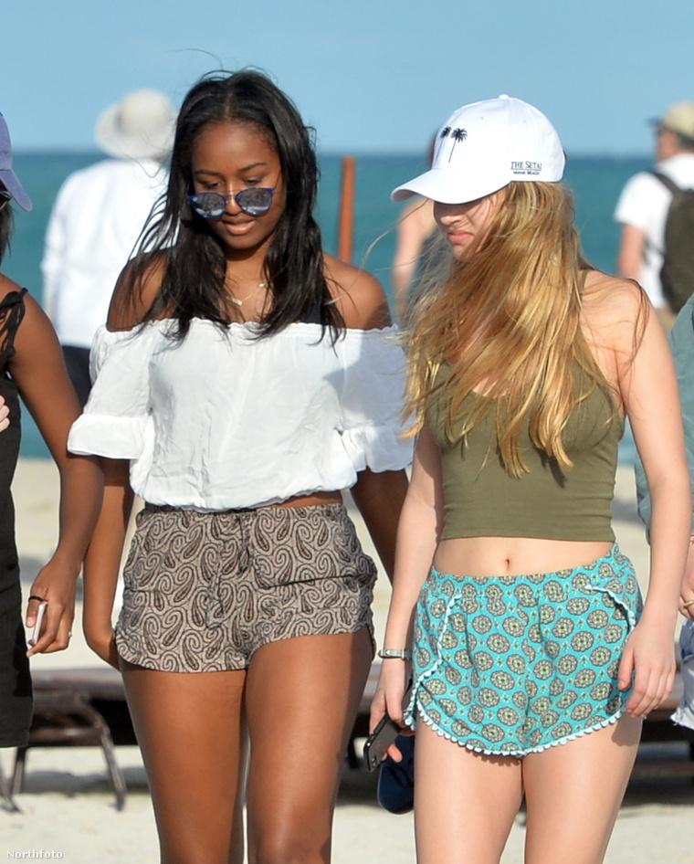 Sasha Obama és egy barátnője.