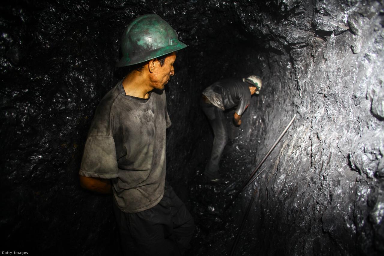 Peru abban bízik, hogy nem lesz többé az, amivel korábban gúnyolták: egy aranypadon ülő koldus. Az országban lévő nyersanyagokat felhasználva, exportra termelve még tovább repítheti a gazdaságát és a presztízsét a világban. De hiába a nagy, országos gazdasági sikertörténet: Puno tartományban, ahol La Rinconada városa is található, az emberek 65-70 százaléka a mai napig nyomorban él. Az emelkedő jólétből a régió alig érzékel valamit.