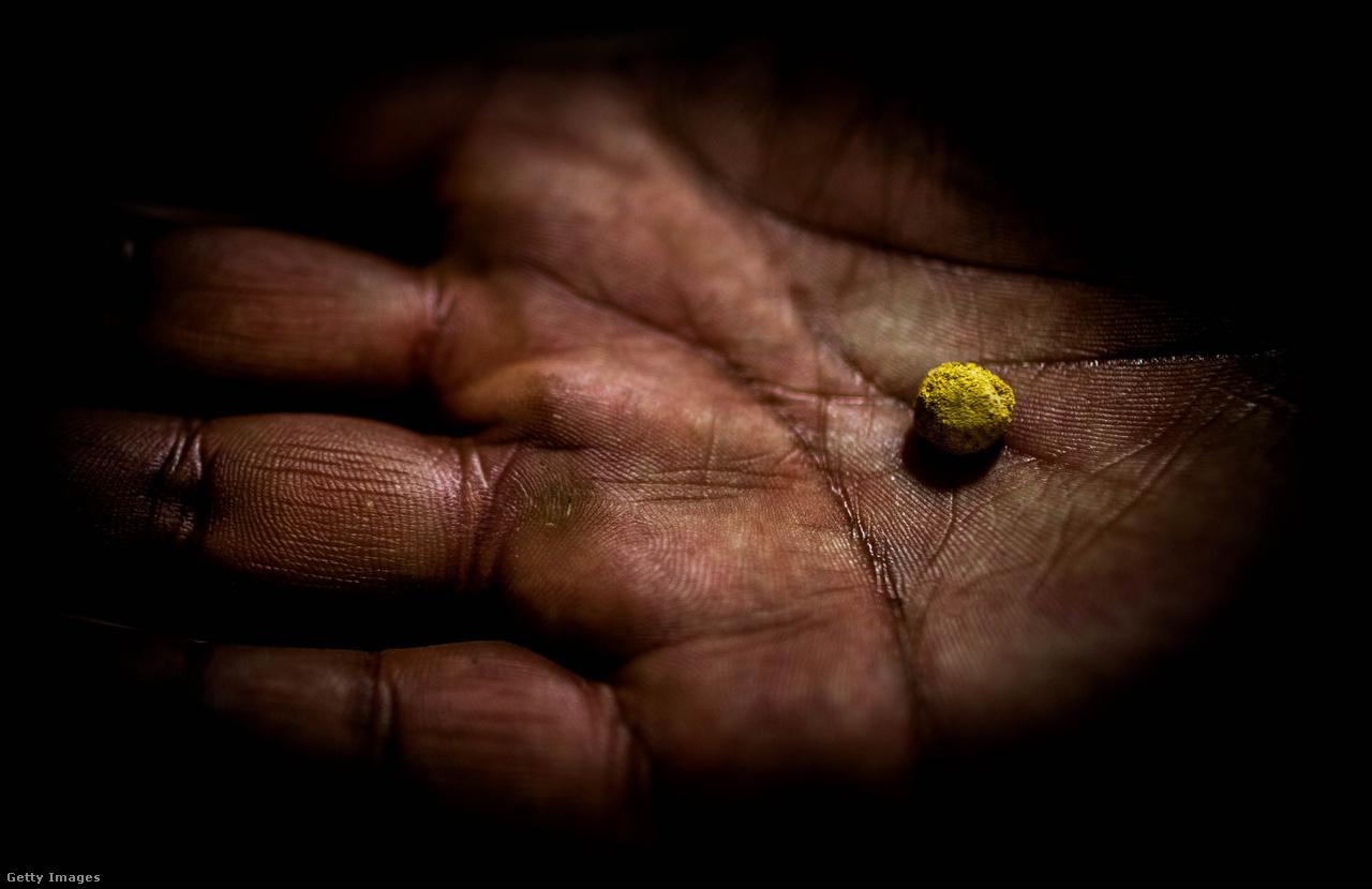 Mindezek ellenére, az emberek nem mennek sehová, La Rinconada lakossága nem csökken. Az aranyláz mindig hoz lelkes, új embereket, akik addig-addig próbálgatják a szerencséjüket, mígnem aranyfüggő bányászok lesznek. A bányatulajdonosok örülnek, hogy folyamatos a gyakorlatilag ingyenes munkaerő. A perui állam pedig mindezt szó nélkül hagyja, hadd termeljék halálukig a bányászok az ország legnagyobb kincsét.