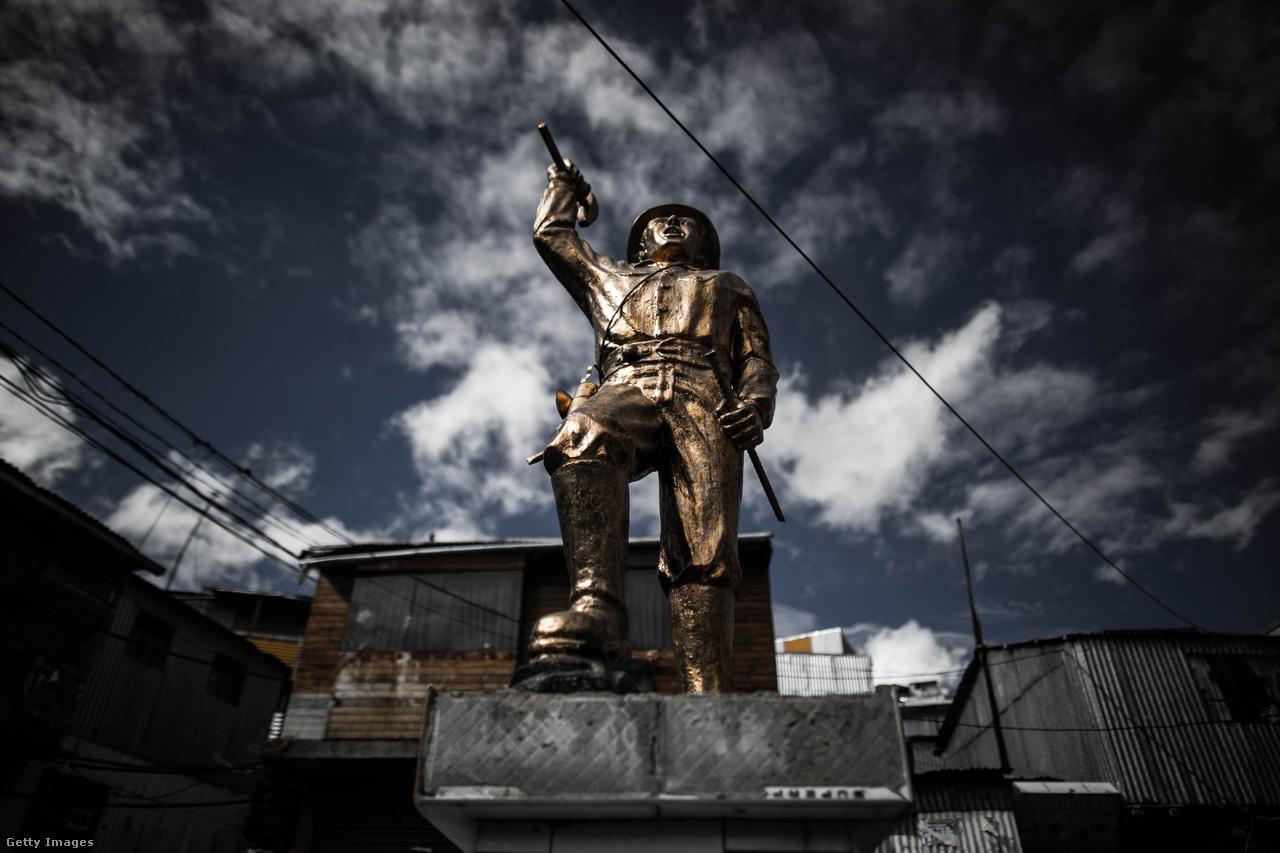 Az elmúlt évtizedben Peru lett Dél-Amerika egyik leggyorsabban fejlődő országa, a Világbank adatai alapján átlagosan évi 5,9 százalékos volt a gazdasági növekedés. Ráadásul a nagy növekedés alacsony inflációval párosult, aminek hatására nőttek a bérek, több lett a legális munkahely és rengeteg embert sikerült kisegíteni a szegénységből. 2004 és 2014 között a mélyszegények aránya 27 százalékról 9 százalékra csökkent. Ide a napi 2,5 amerikai dollárból, azaz nagyjából 720 forintból élők tartoznak. A közepes mértékben szegény emberek, akik napi 4 dollárból, azaz napi 1150 forintnyi összegből élnek, 2004-ben a társadalom 43 százalékát tették ki, tíz évvel később viszont már csak a 20 százalékát. A gazdaság azóta is évről évre erősödik, az elmúlt két évben 3-4 százalékos volt a növekedés.