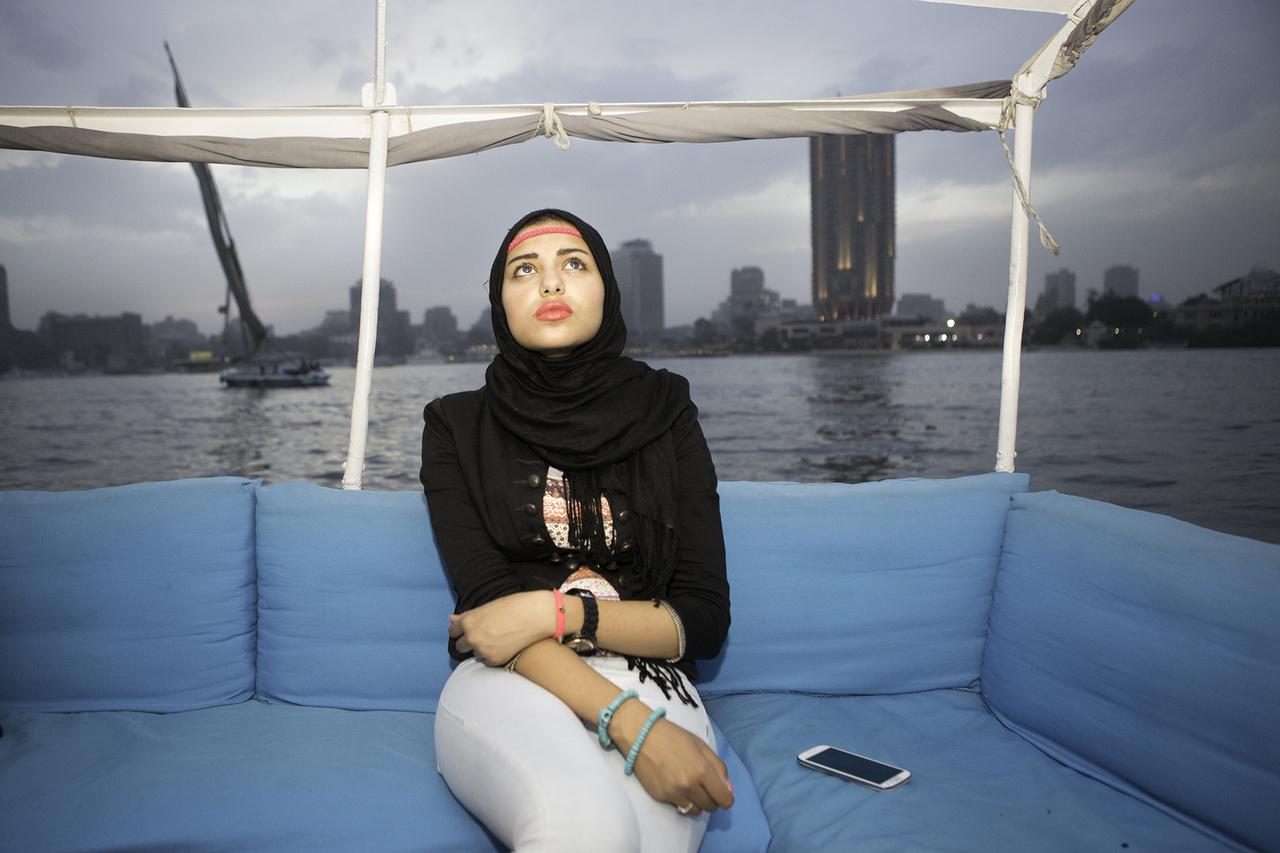 """""""Szeretek Egyiptomban élni a barátaimmal és a családommal, de szeretnék Kanadába vagy Angliába is eljutni"""" – monta a egyik lány, aki korábban arról álmodozott, hogy divattervező lesz, de most már inkább az üzleti világba tart. Anyja a példa, aki egy olajvállalatnak dolgozik."""
