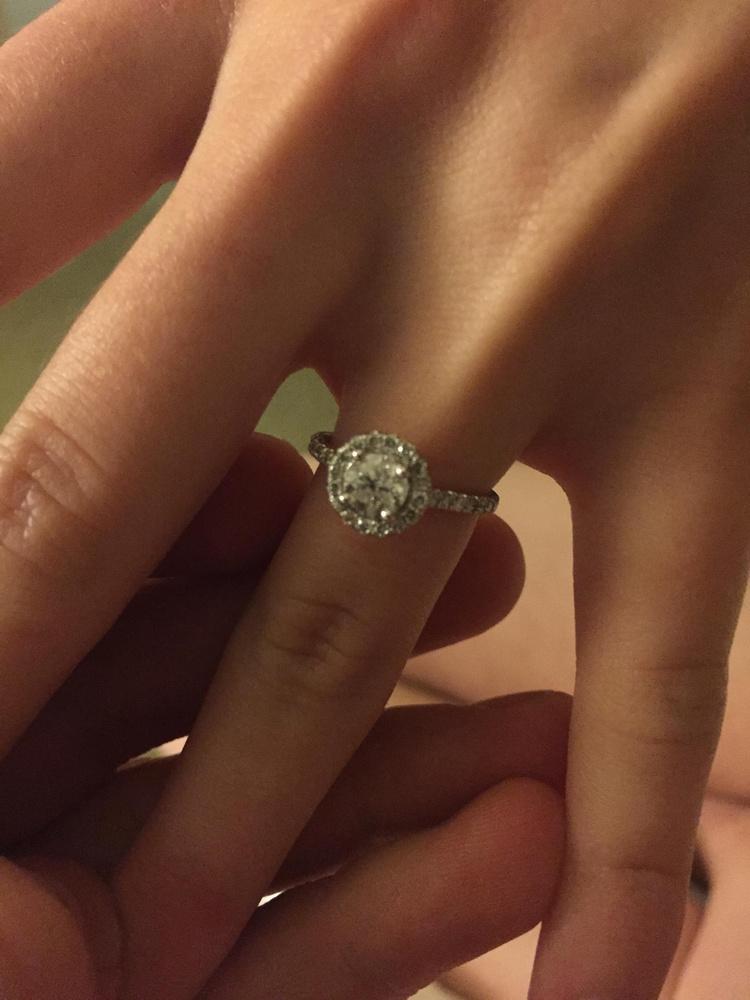 A gyűrű is teljesen jól passzol!