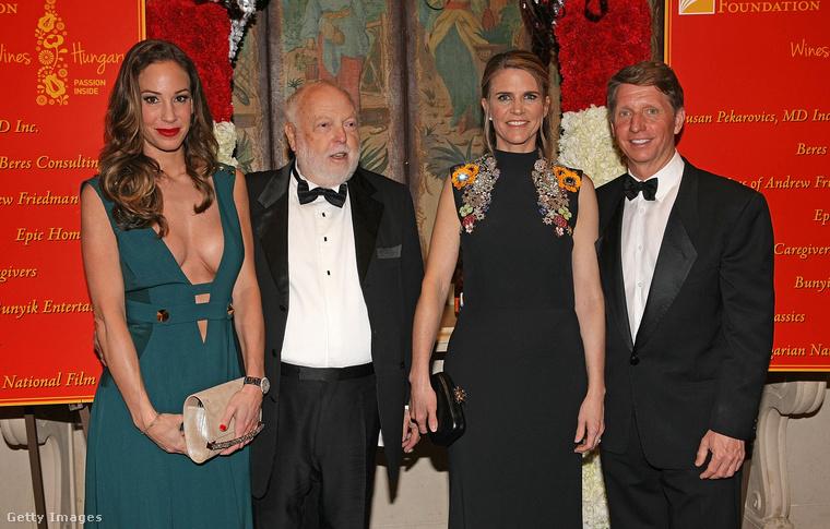 Aztán 2016 februárjában az Oscar-díjátadón  ő is kiutazott Los Angelesbe, ahol magyar hírességekkel is fotózkodott.Például Andy Vajnával és feleségével, Vajna Tímeával!