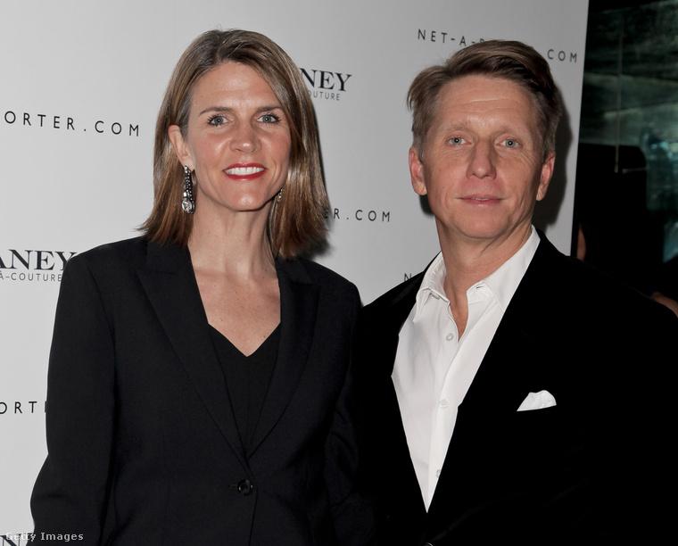 A nagykövet 1991-ben házasodott össze gyerekkori szerelmével, Bradley Bellel, aki a Gazdagok és szépek című romantikus szappanopera író-producere is volt.
