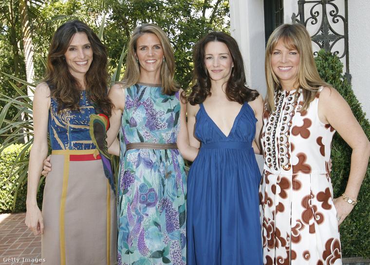 Itt pedig szintén tévés személyiségek körében (balról jobbra: Elizabeth Stewart, Kristin Davis és Maria Bell)