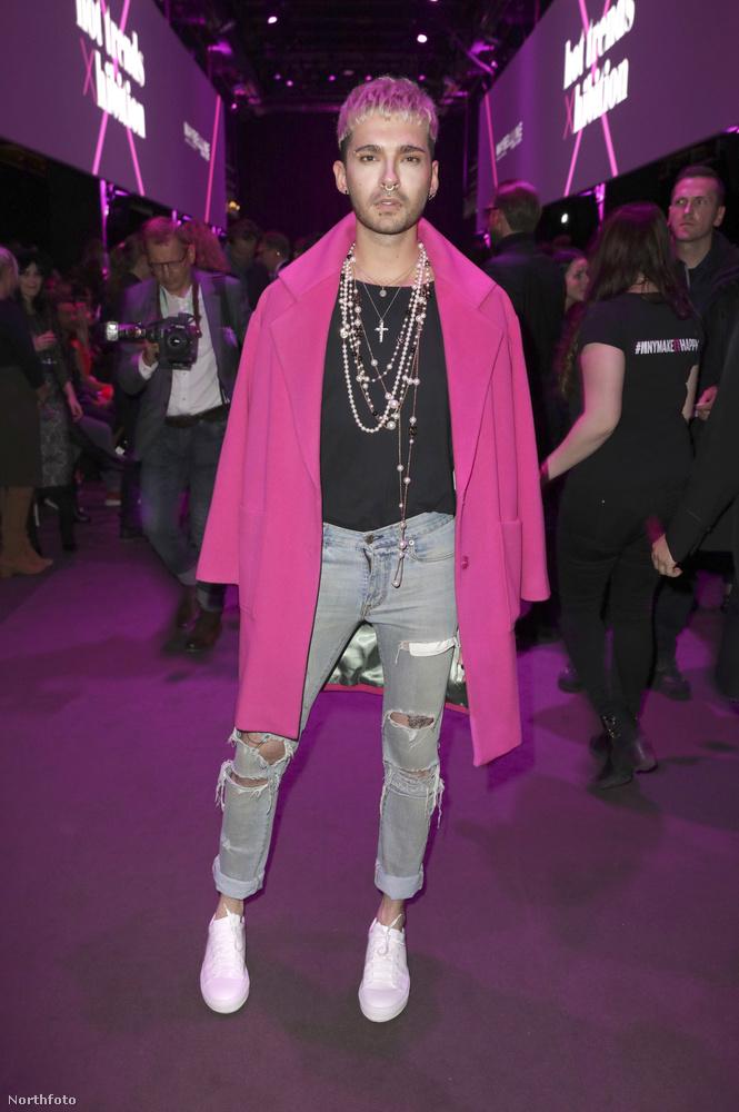 Miközben hagyjuk elveszni Kaulitz szettjének a részleteiben, elmondjuk, hogy a Tokio Hotel 16 éve létezik, és 2005-ben a Durch den Monsun című számmal robbant be