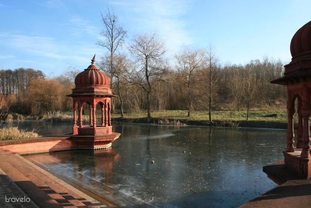 Meditációra hívó szentélyek a Krisna-völgyben
