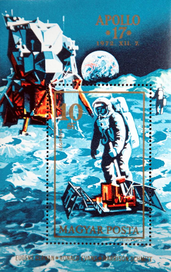 A Magyar Posta bélyegblokkja az Apollo-17 Holdküldetés tiszteletére.