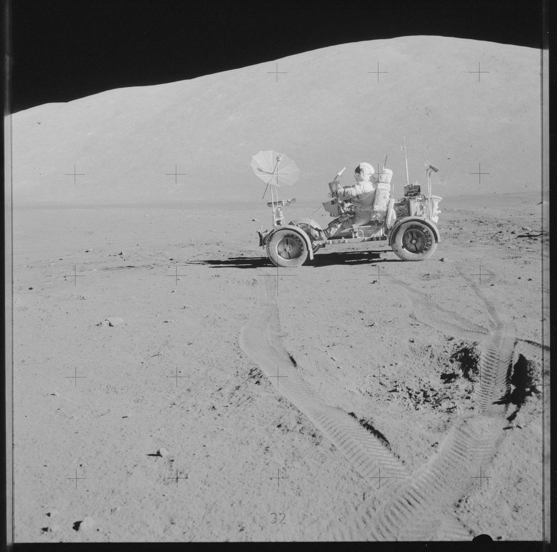 Autóvezetés a Holdon.