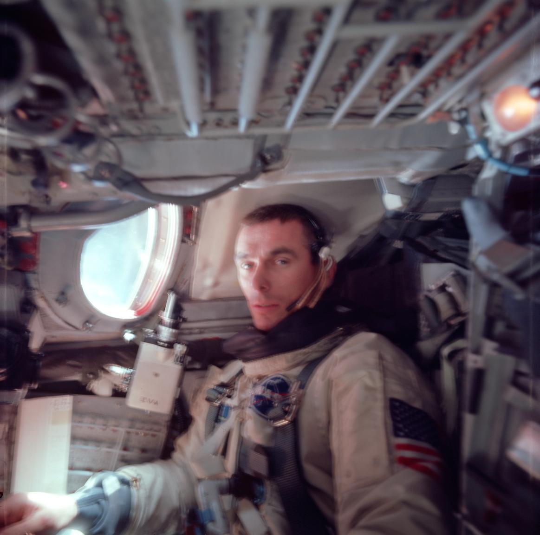 1966. június: Cernan, a Gemini-9A küldetés pilótája az űrben, küldetés közben.
