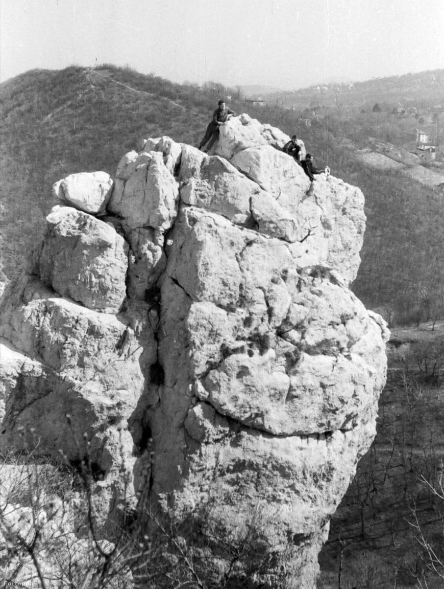 A Tündér-szikla meghódítása 1965-benA Tündér-szikla a magyar sziklamászás hőskorának egyik fontos helyszíne. A Jánoshegy közelében álló tömbön több mint száz éve gyakorlatoznak a mászók, köszönhetően annak, hogy jól megközelíthető, és van nehéz meg könnyű fala is.