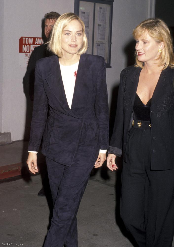 Az Elemi ösztön színésznője, Sharon Stone, aki előszeretettel jár hollywoodi partikra és díjátadókra Kelly nevű testvérével