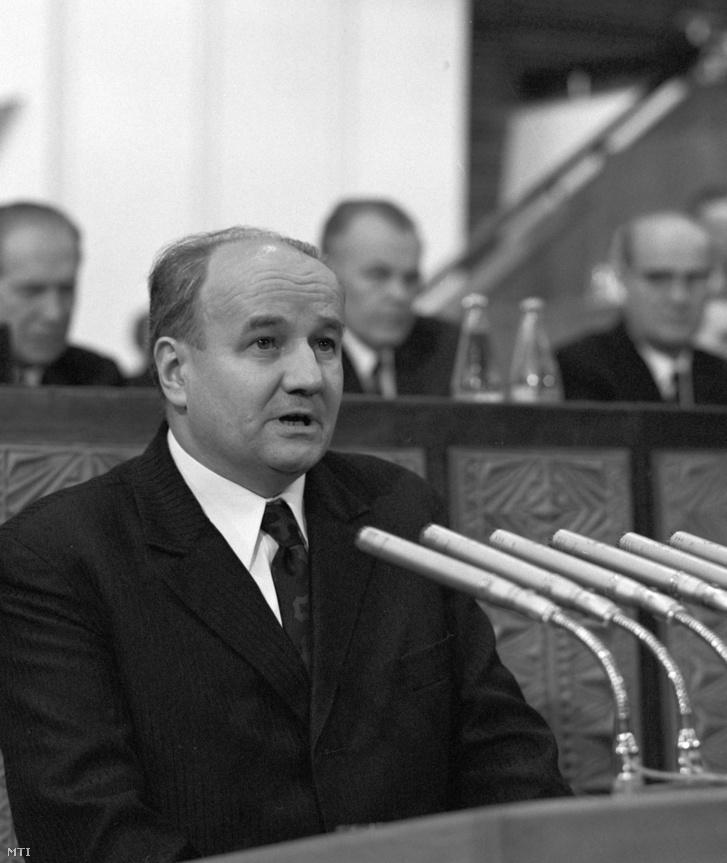 Budapest, 1975. március 20. Komócsin Mihály, az MSZMP Csongrád Megyei Bizottságának első titkára felszólal a Magyar Szocialista Munkáspárt (MSZMP) XI. kongresszusán az Építők Rózsa Ferenc Művelődési Házában.