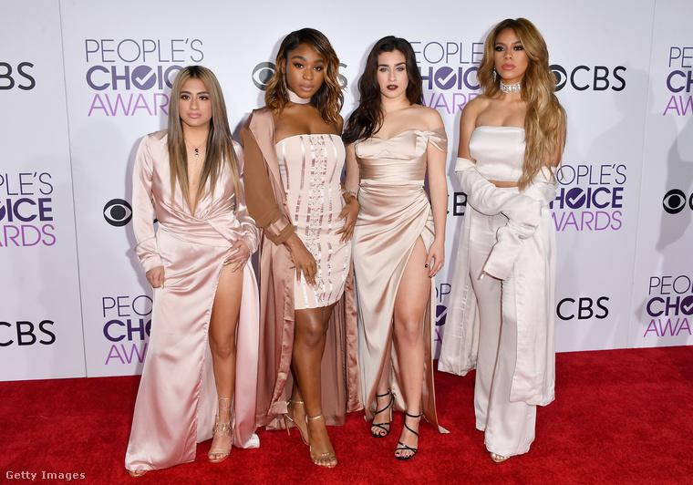 Egy kis botrány vagy valami olyasmiA képen a Fifth Harmony formáció látható