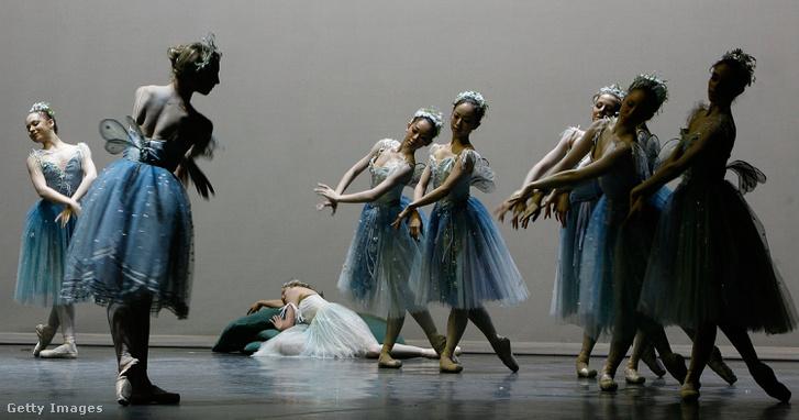 The Dream az English National Ballet School növendékeinek előadásában