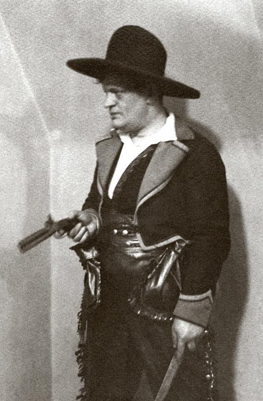 Karinthy cowboyjelmezben 1922 körül.