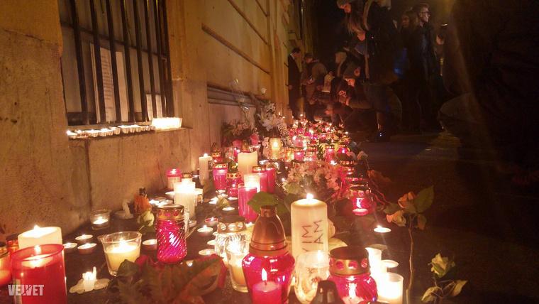 Legalább 16-an életüket vesztették, 26-an megsérültek.