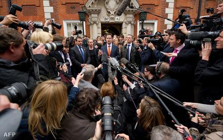 Nick Clegg, liberális vezér buktatná Brownt