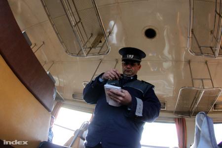 A rendőr állása vagy fizetésének negyede ugrik?