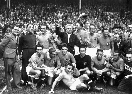 Az olasz csapat Vittorio Pozzo vezényletével