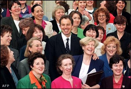 Tony Blair a Munkáspárt női képvselőivel