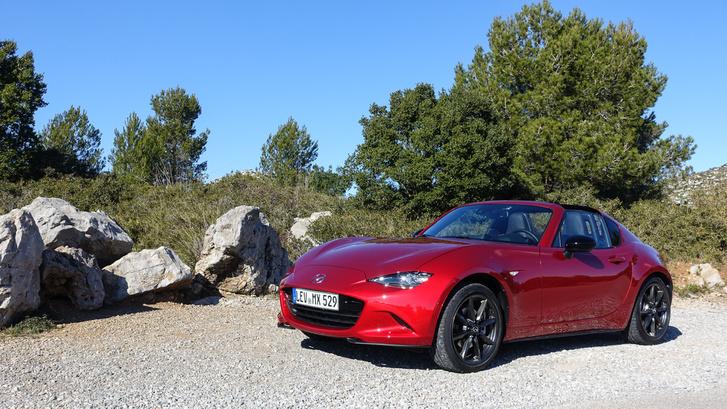 A tipikus Mazda-vörös nem az RF alapszíne, de ebben is istenien mutat