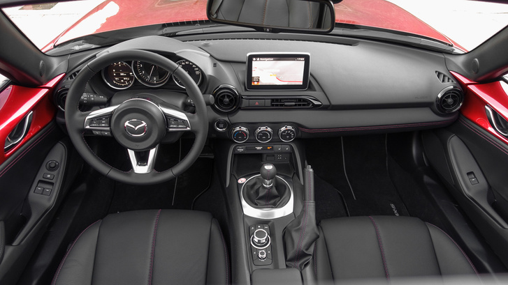 Jinba Ittai - vagyis vezető és autó egysége, ahogy a Mazda mondja. Elég passzentos kis egység, az biztos