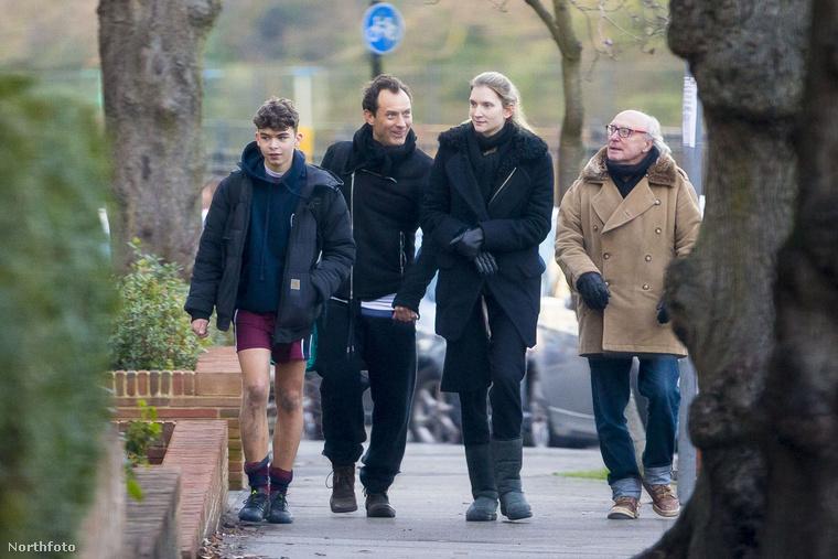 Jude Law és aktuális barátnője Phillipa Coan London utcáin sétáltak hazafelé a pszichológusnő fiával, Rudy-val, és Coan édesapjával.