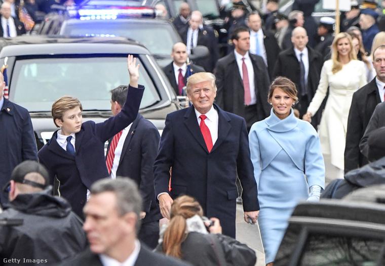 Barron Trump a szüleivel