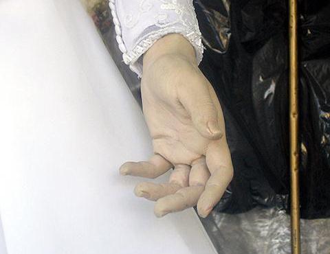 Tekintse meg a kezét. Túl élethű ahhoz, hogy ne igazi legyen.