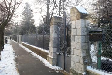 Szép szecessziós kapu Haidekker-kerítéssel