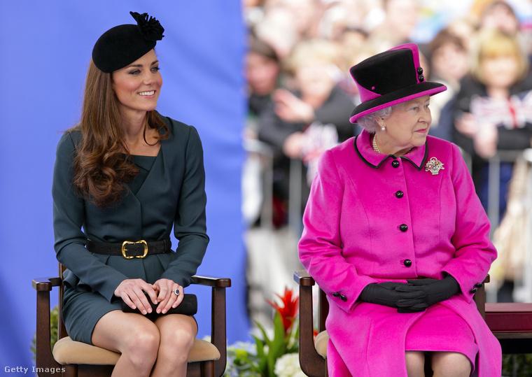 A szoknyahossztól eltekintve a visszafogott elegancia jegyeit hordozó Katalin hercegné megregulázására néhány éve II