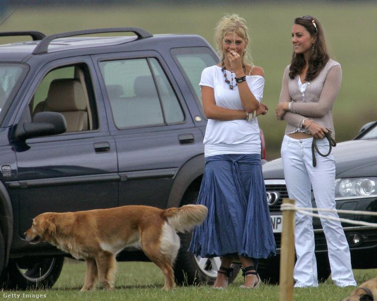 Harry herceg exbarátnője, a dél-afrikai születésű Chelsy Davy látható a képen középen - ő és Vilmos herceg testvére egészen 2010-ig voltak együtt
