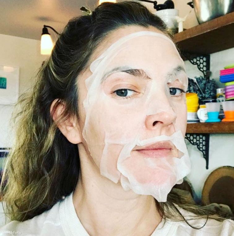A most 41 éves Drew Barrymore sem így szokott mutatkozni általában.