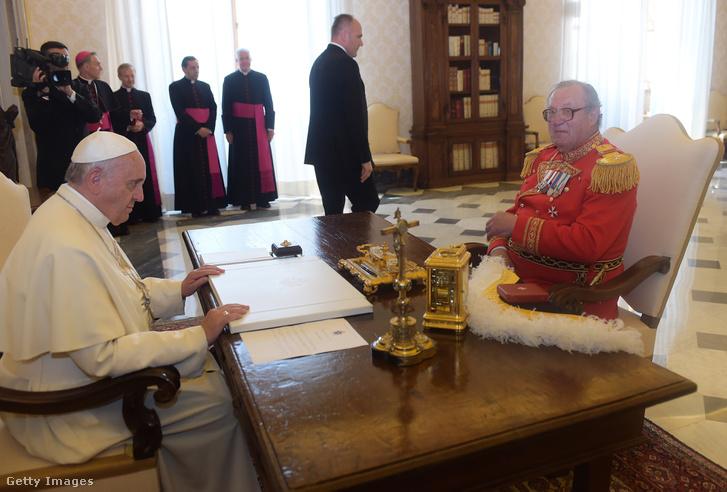 Ferenc pápa és Mathew Festing nagymester
