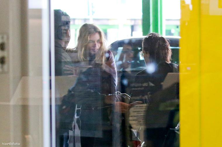 A milánói repülőtéren fotózták le a celebpárt