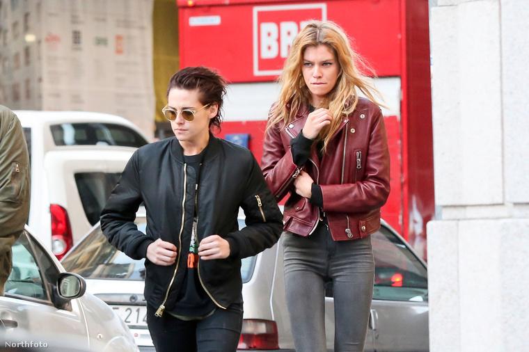 Kristen Stewart új csajáról már írtunk, de most újabb fotókkal bizonyítjuk, hogy mennyire szereti egymást az Alkonyat-filmek színésznője és a Victoria's Secret modell, Stella Maxwell.