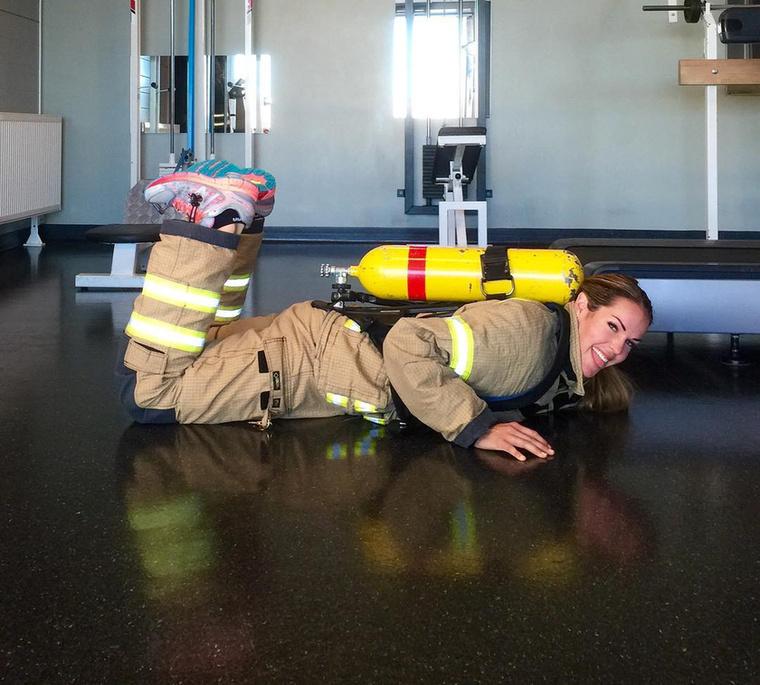 Édesanyja először furának találta, hogy jelentkezett a helyi tűzoltó-kapitányságra, mert korábban még nem hallott női tűzoltóról