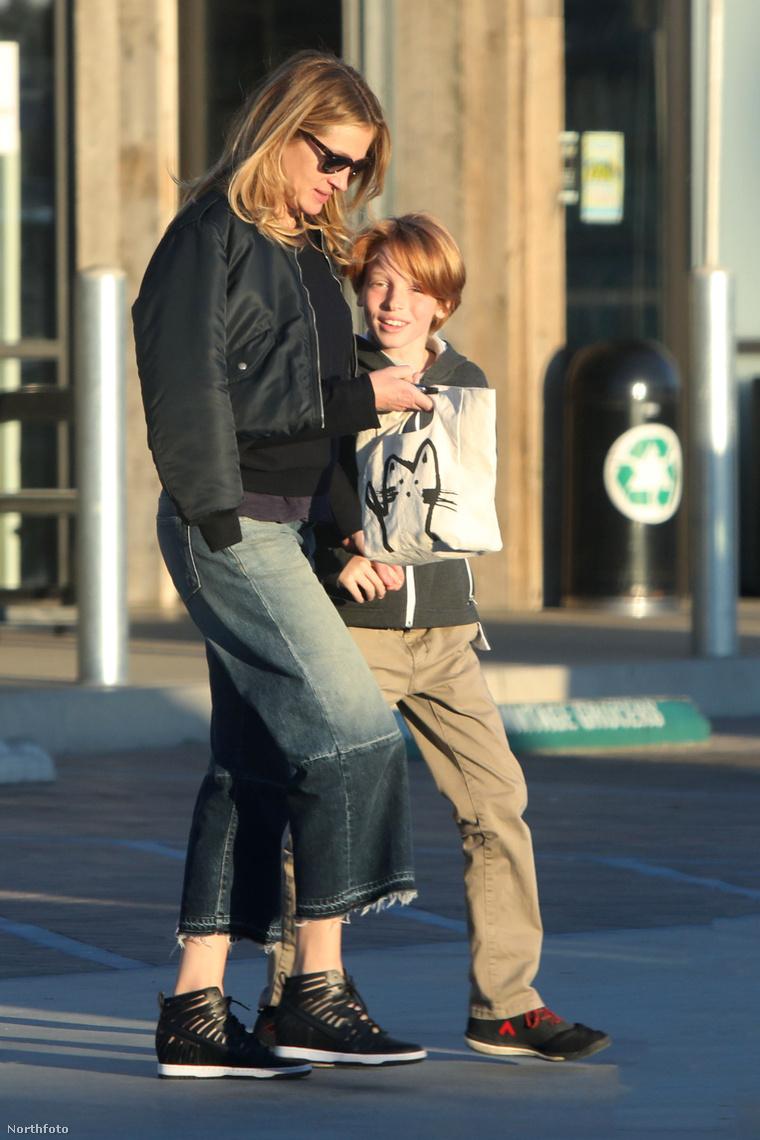 Phinnaeus 2004-ben született ikertestvérével Hazel Moderrel együtt.