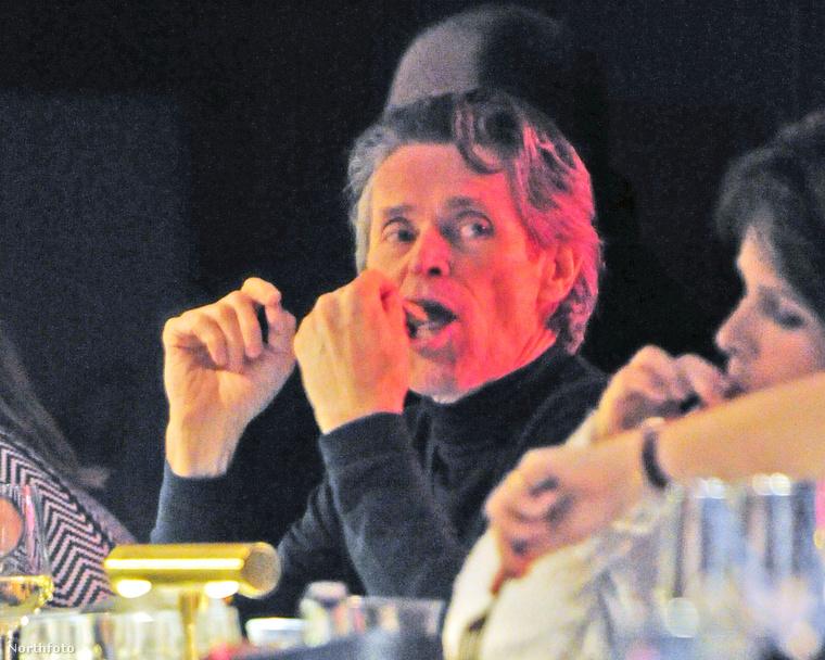 Megkapó és minden tekintetben hiánypótló sorozat készült Williem Defoe-ról egy londoni étteremben, ahogy elmélyülten vacsorázik
