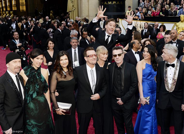 Amit viszont Benedict Cumberbatch, a Sherlock sorozat főszerplője művelt a U2 zenekar 2014-es Oscar-gálás, vörös szőnyeges felvonulásán, arra nincsenek szavak, csak mosolygós szmájlik!