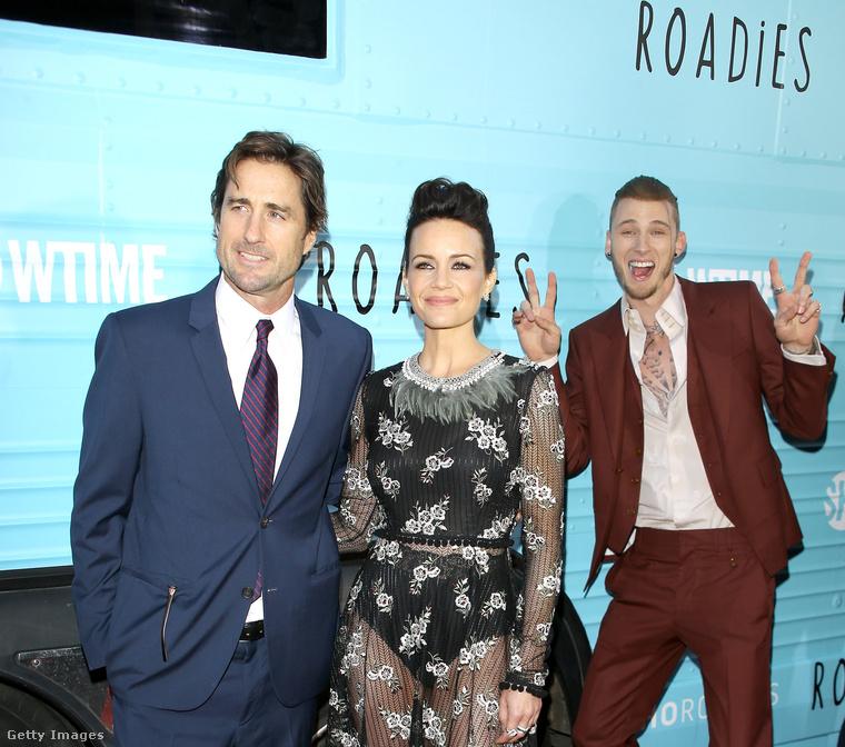 A Roadies című sorozat három sztárja, Luke Wilson, Carla Gugino és Richard Colson Baker (balról jobbra) is hagyott az utókornak egy emlékezetes fotóbombot.